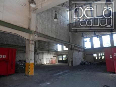 Pronájem dvou hal v areálu ČKD- 1.870 m2 (i jen částečně)