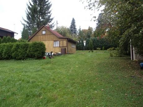 Luka pod Medníkem - pěkný stavební nebo rekreační pozemek s chatkou