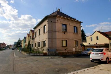 Nymburk RD 2x 2+1, vhodné i jako bytový dům - pozemek 348m2- u centra města