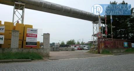 Prodej skladového areálu v Hradci Králové, 6447 m2