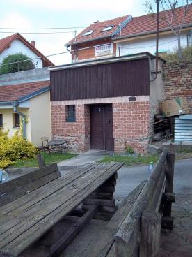 Prodej vinného sklepu Bořetice-Kraví Hora, CP 55m2, možnost rozšíření, voda, el.energie