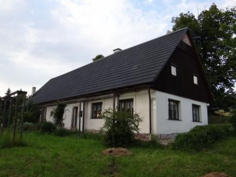 Prostorná chalupa se nachází v obci Chvaleč 15 min. od Trutnov