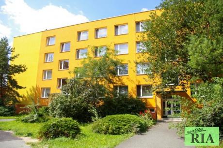 Nymburk panelový byt 2+1 v OV 44m2-hezké místo - volný ihned