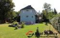 Krásný rodinný dům s terasou, bazéném a s velkým pozemkem. - 3