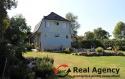 Krásný rodinný dům s terasou, bazéném a s velkým pozemkem. - 1