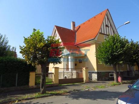 Prodej rodinného domu se zahradou v centru Sušice
