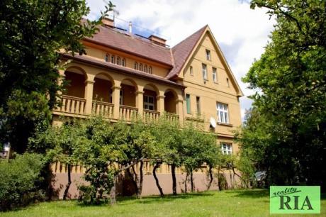 Poděbrady prvorepubliková vila-3 byt. jednotky 3+1, zahrada 1.261m2, v centru u kolonády-jedinečná nabídka!