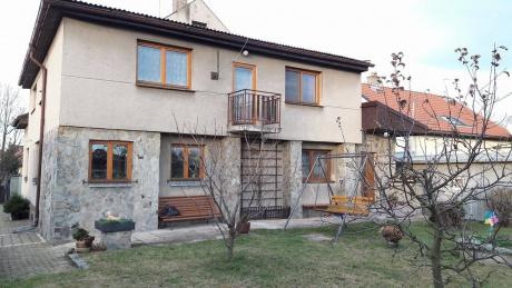 Prodej ideální poloviny rodinného domu Praha - západ Kněževes