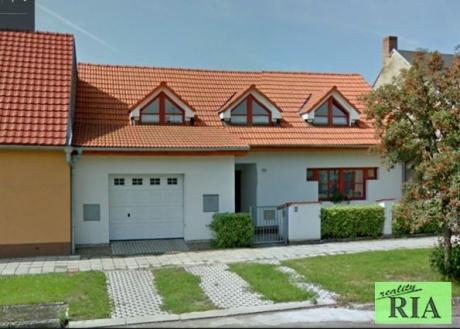 Městec Králové pronájem novostavby RD 4+1,garáž 30m2, zahrada 590m2,-volný od 1.4.2017