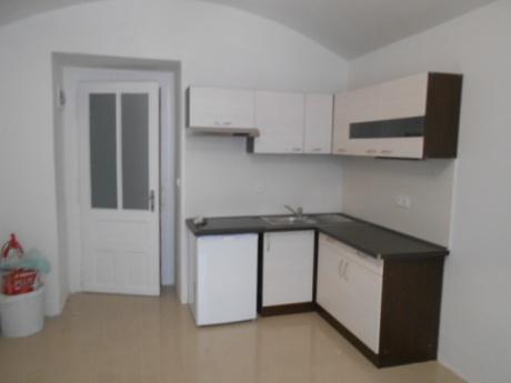 2x obchodní prostory (či garsoniéŕy) 19 a 21 m2, ul. Bulharská, Praha 10 - Vršovice