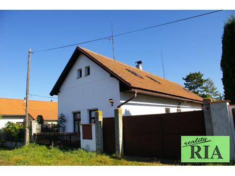 Okřínek 6km od Poděbrad - RD 4-5+kk, pozemek 1.058m2 - klidné místo -pěkné !