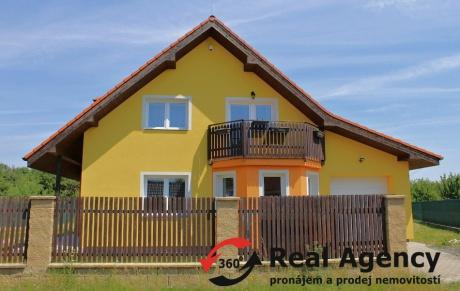 Rodinný dům 5+1/balkon/garáž/150m2 na pozemku 700m2 v Jirnech.