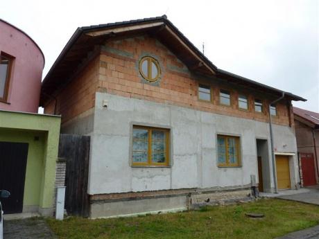 Dražba RD (188,74 m2) s pozemkem a příslušenstvím, Praha východ