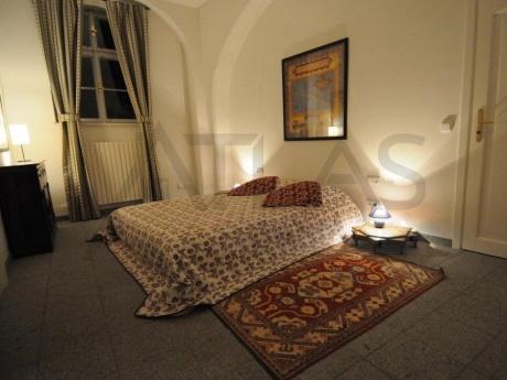 K pronájmu plně zařízený a nově renovovaný reprezentativní byt 2+kk, 92m2, Praha 1 - Malá Strana, ul. Vlašská