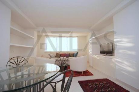 Nadstandardně rekonstruovaný mezonetový byt 2+1 (55m2) k pronájmu, Praha 5 - Hořejší nábřeží