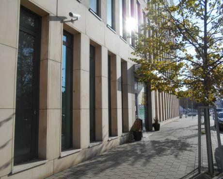 Nabídka obchodní jednotky/kanceláří v přízem budovy TRINITI