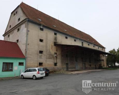 Prodej komerční nemovitosti 3290 m2 Zákostelní, Hrotovice