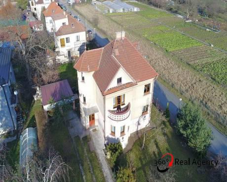 Byt na pronájem v rodinném domě, 3+kk,72m2, sklep 10m2, garáž 17m2, možnost využívat zahradu, Praha - Velká Chuhle.