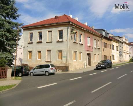 Prodej rohového rodinného domu 357 m2, Bystřany okr. Teplice