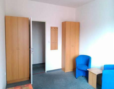 Pronájem zařízeného pokoje, 20m2, vhodné pro studenty, Pardubice - centrum