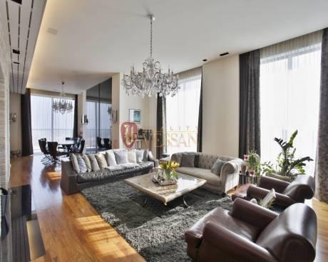 Nadčasový a špičkově vybavený byt s famózním výhledem na Prahu