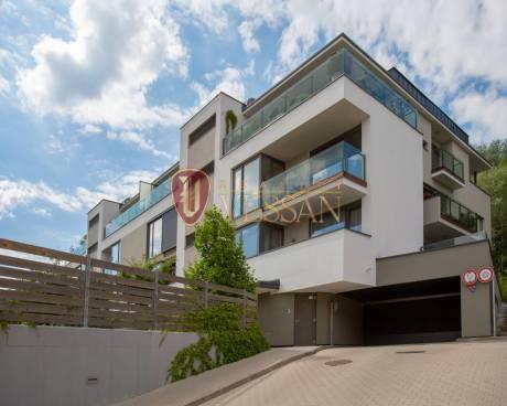 Velkorysý byt 5+kk se dvěma terasami v rezidenčním viladomě