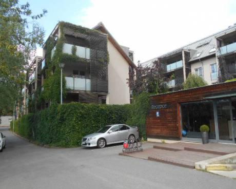 Byt 4+1 s terasou a 2x GS, 146 m2, ul. Mezilehlá, Praha 9 - Hrdlořezy