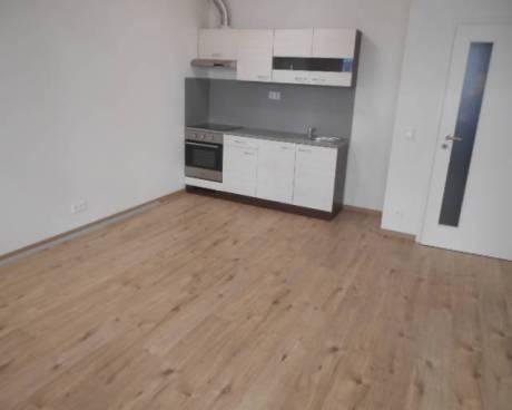 Nový byt 1+kk, 35 m2 + zahrádka 33 m2, nám. bratří Jandusů, Praha 10 - Uhříneves