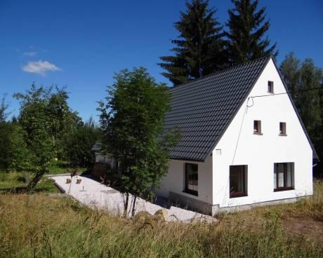 Pěkná chalupa se nachází v obci Chvaleč, cirka 15 km od Trutnova