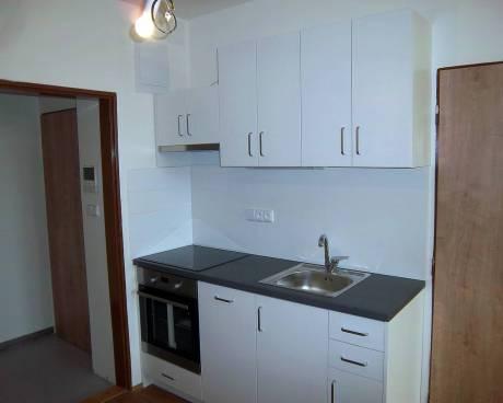 Pronájem bytu 1+kk Brno-Královo Pole, ul. Poděbradova, CP 29m2, po celkové rekonstrukci