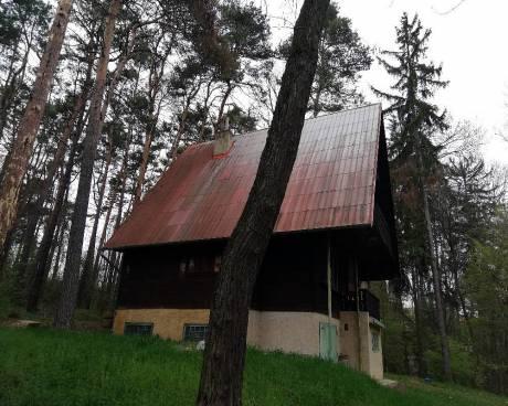 Prodej celoročně obyvatelné chaty 5+kk, k.ú. Kníničky, CP 707 m2