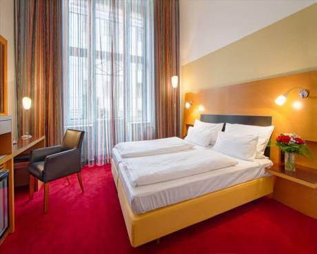 Nabízíme podnájem hotelových pokojů k bydlení na hotelu Theatrino