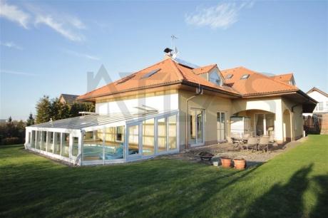 Pronájem vily 7+kk s vnitřním bazénem 350 m2 obytné plochy Praha 4 - Hrnčíře