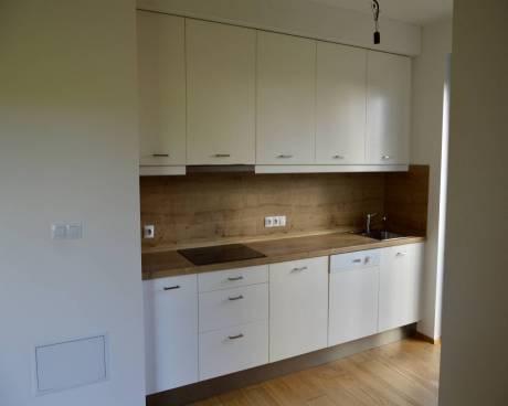 Pronájem bytu 3kk 91m2 s předzahrádkou 140 m2 v uzavřeném areálu.