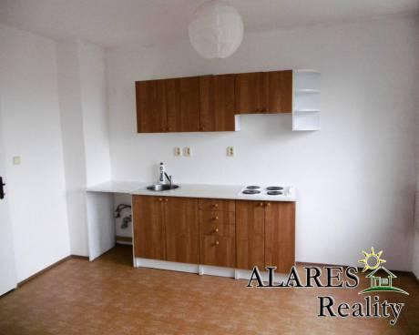 Pronájem bytu 1+kk / 32 m2, Praha 9 - Hloubětín