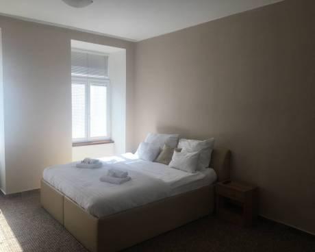 Pronájem zařízeného bytu, CP 60m2, 2+1, Křenová