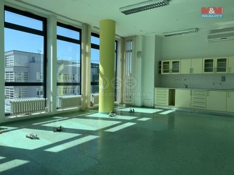 Pronájem obchod a služby,132 m², Zlín, ul. třída Tomáše Bati
