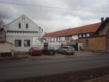 Pronájem komerčního areálu (bývalý statek) s pozemkem 4.534 m2, v Rudné u Prahy