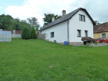 Rodinný dům se zahradou, garáží a dílnou, Strašín u Sušice, okr. Klatovy