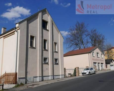 Prodejna a bytový dům + garáž - K.Vary centrum