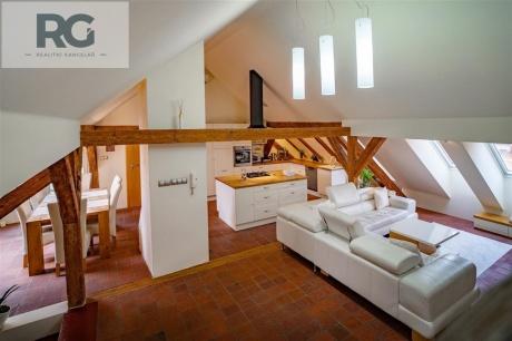 Prodej exkluzivního podkrovního bytu s terasou, Fráni Šrámka, Písek