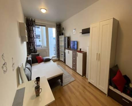 Zařízený byt 1+kk s balkonem, ul. Zakšínská, Praha 9 - Prosek
